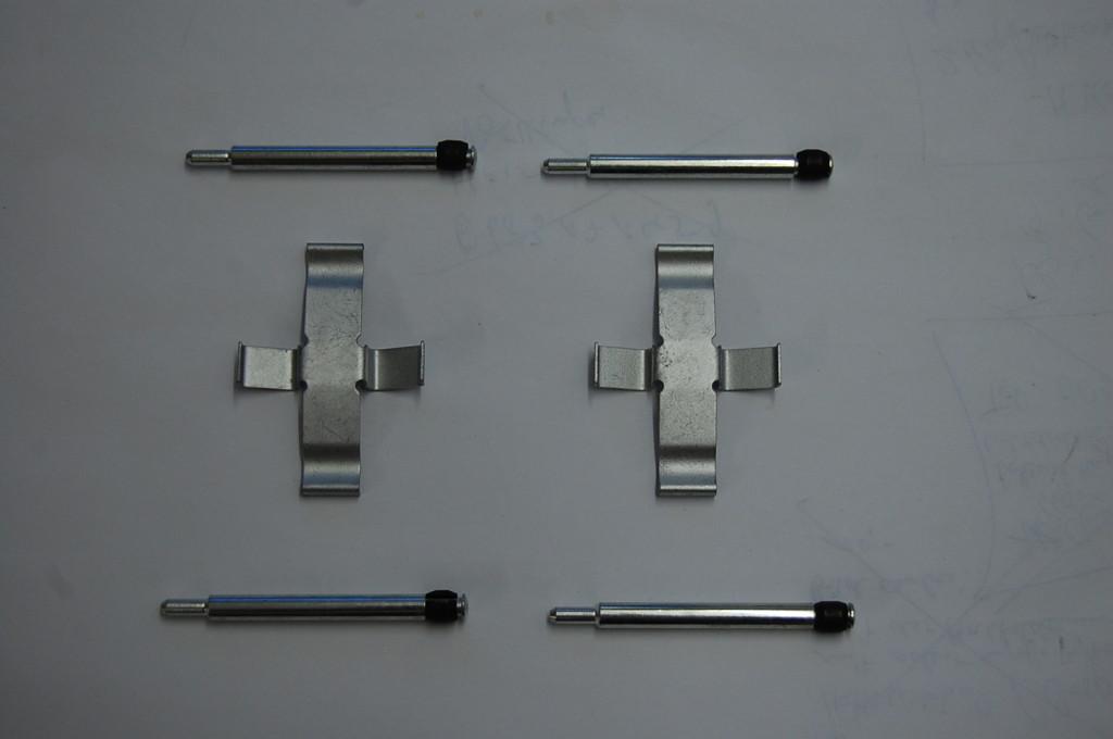 haltesatz bremskl tze hinten f r mercedes w115 8 und w123. Black Bedroom Furniture Sets. Home Design Ideas
